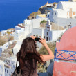 Woman visiting the island of Santorini — Stock Photo