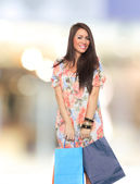 Portrait of a young woman carrying shopping bags — Foto de Stock