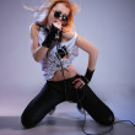 Portrait of female rock singer — Stock Photo #9040911