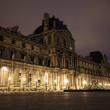 PARIS - JAN 8 : Louvre museum at dusk in Paris, France — Stock Photo