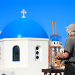 Painter artist paints a picture of Santorini — Stock Photo