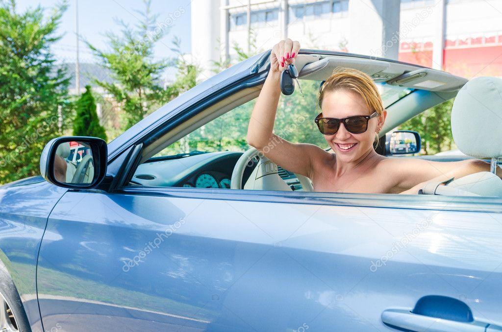 Фото девушек за рулем кабриолета