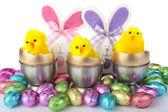 Decorazioni uova di pasqua su bianco — Foto Stock