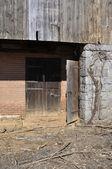 Old wood barn door — Stock Photo