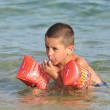 Boy at sea learning to swim — Stock Photo