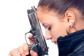 Portrait of beautiful girl in black leather jacket holding beretta gun — Stockfoto