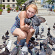 Beautiful woman with pigeons in Havana — Stock Photo