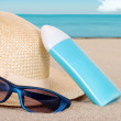 Suntan lotion hat focus on sun glasses — Stock Photo