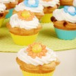 Closeup springtime flower cupcake — Stock Photo