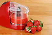 Pureed strawberries in blender — Stock Photo
