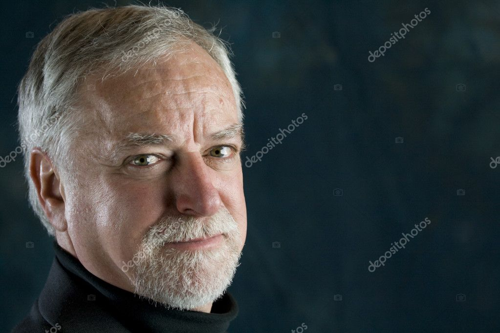 Portrait of a senior successful businessman — Stock Photo #8746075