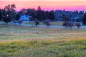 O pôr do sol do cavalo fazenda — Foto Stock
