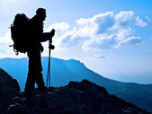Hiker on top — Stock Photo