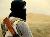 Muslimská militantní s puškou — Stock fotografie