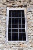 Fenêtre dans le vieux château — Photo