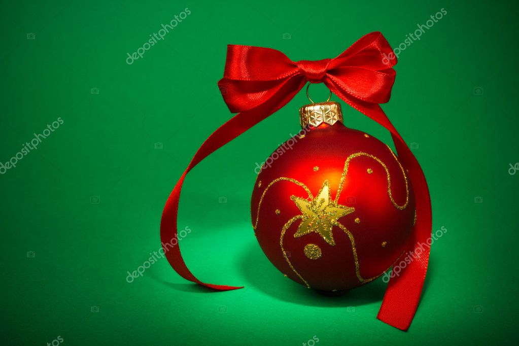 Red Christmas ball on green background — Stock Photo #8027515