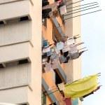 Laundry drying from windows, Singapore — Stock Photo