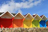 Barevné plážové chatky — Stock fotografie