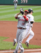 Joey Votto of the Cincinnati Reds catches Andy LaRoche's pop out — Stock Photo