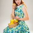 Girl with the apples — Stock Photo