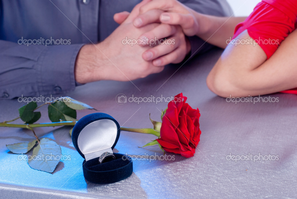 Ring of roses, the couple at the table — Stock Photo #9153935