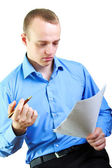 Biznesmen czytanie dokumentów — Zdjęcie stockowe