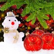 Snow man with red glass Christmas balls and by the branches of p — Stock fotografie