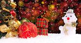 Sfondo di vacanze di natale con un uomo di neve — Foto Stock