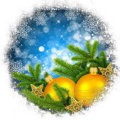 Guld julgranskulor och tall på en festlig bakgrund — Stockfoto