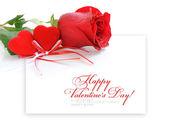 Twee fluweel hart met een rode steeg op een achtergrond van het blad van p — Stockfoto