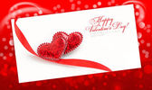 Två dekorativa hjärtan är på papperet på en festlig röd — Stockfoto