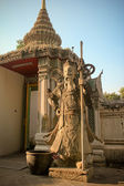 Standbeeld in wat pho tempel in bangkok, thailand — Stockfoto