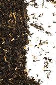 Suchej zielonej herbaty na białym tle — Zdjęcie stockowe