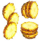 Izole soydan ile light beyaz zemin üzerinde üç ananas dilimleri — Stok fotoğraf