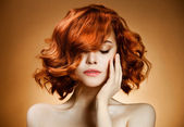 πορτραίτο της ομορφιάς. σγουρά μαλλιά — Φωτογραφία Αρχείου