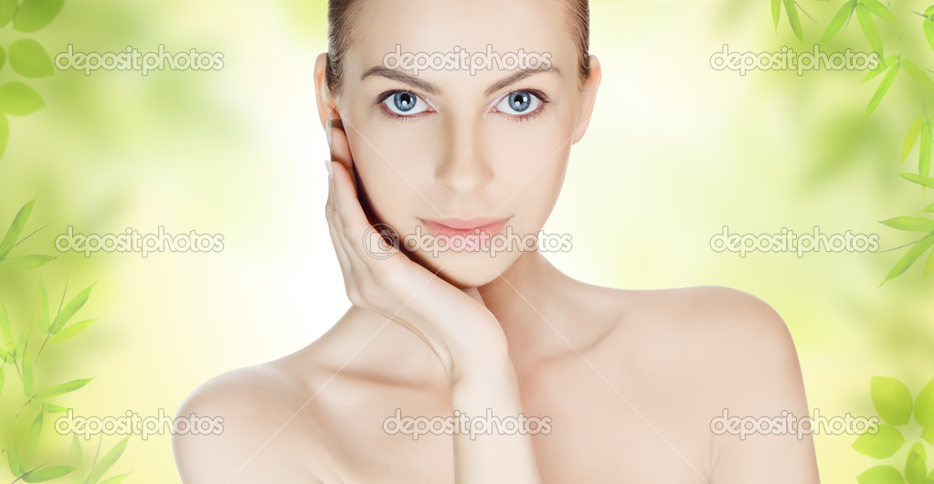 Beautiful young woman with clean skin — Stock Photo #9193341