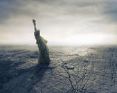 Statue of Liberty in the middle of a dried landscape — Stock Photo