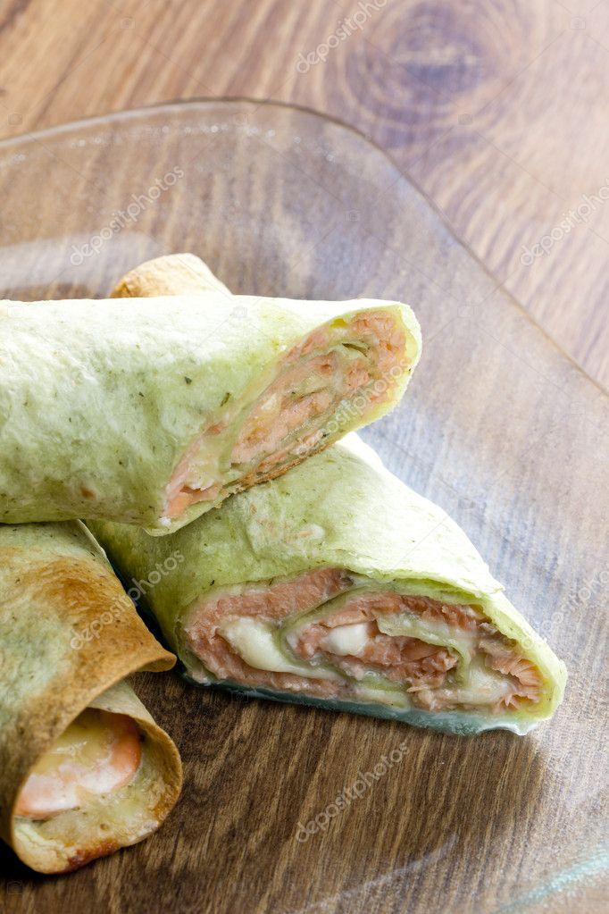 Тортилья с лососем рецепт с фото