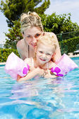 Mother with her daughter in swimming pool — Stock Photo