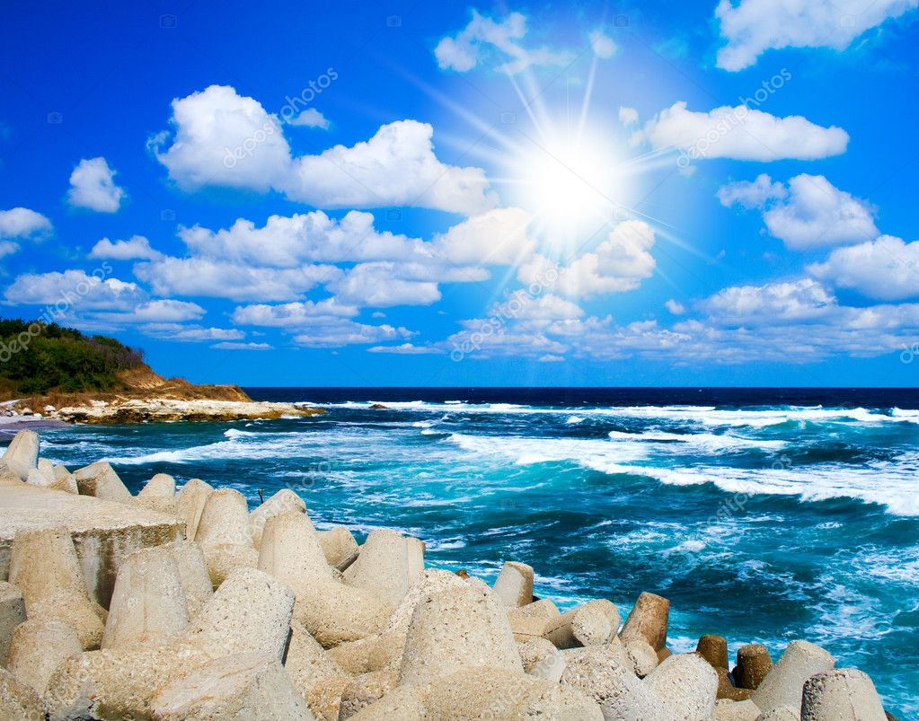 Exotic scenery: sea waves, blue sky and sun beams — Stock Photo #9776329