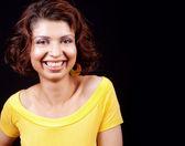 Uma mulher alegre feliz isolada no preto — Fotografia Stock