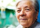 Sourire d'une femme senior heureuse content — Photo
