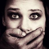 国内的酷刑和虐待的害怕的女事主 — 图库照片