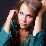Портрет одной молодой женщины — Стоковое фото #9981515