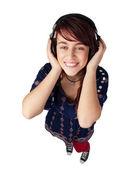Szczęśliwa kobieta nastolatek słuchania muzyki — Zdjęcie stockowe