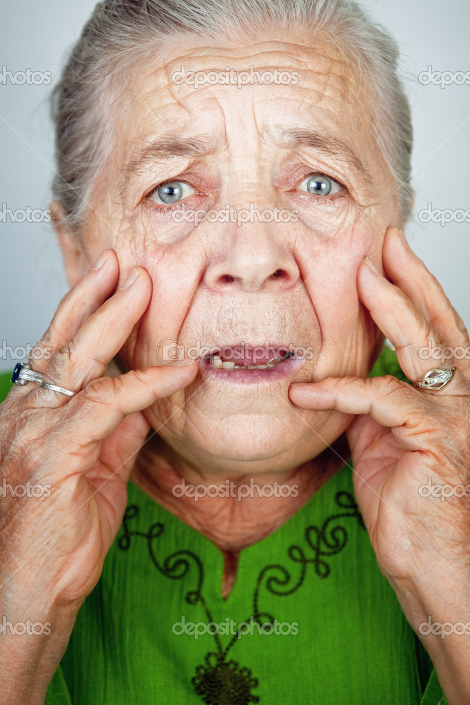 фото бабушка сосёт