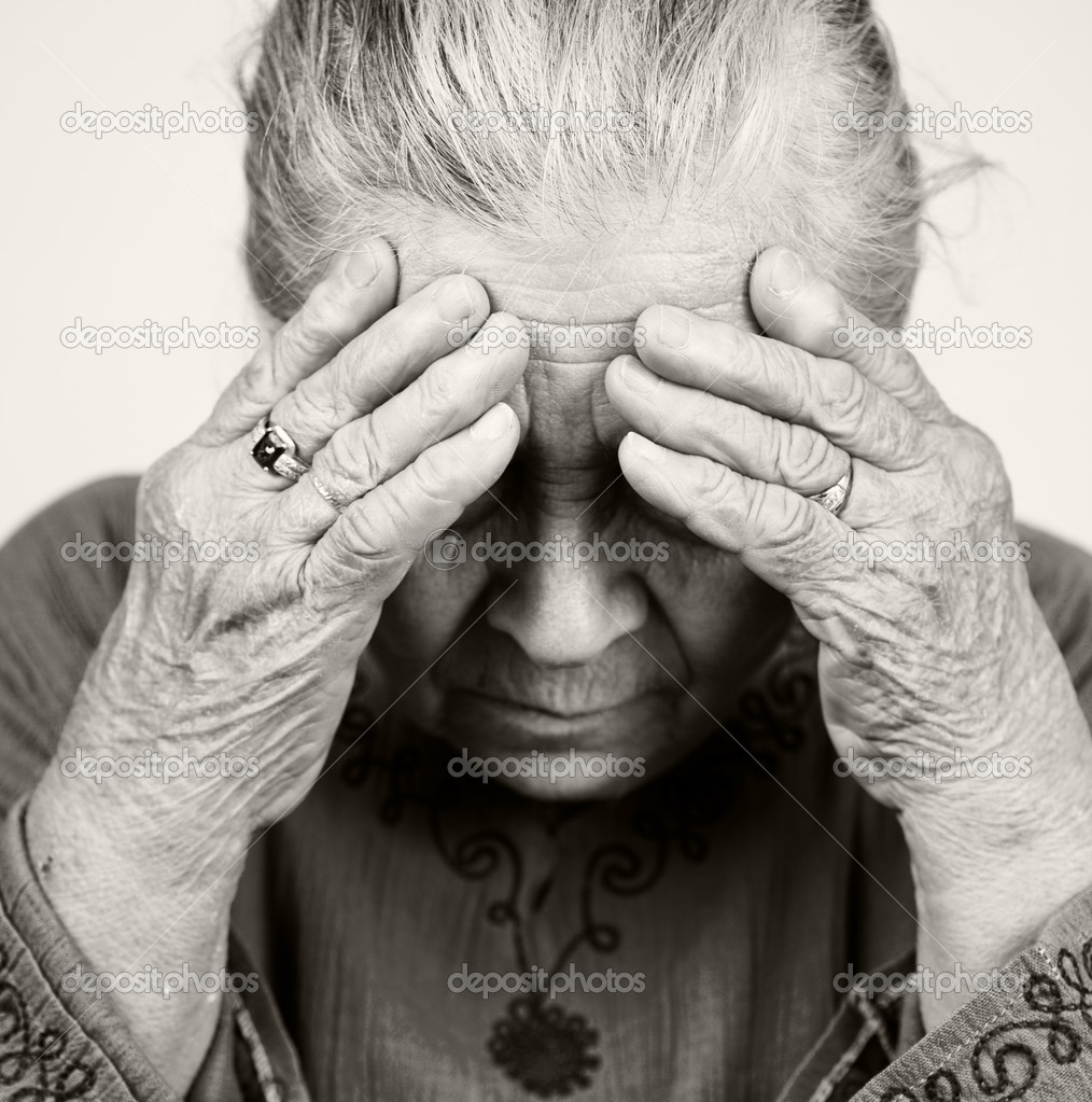Unhappy old senior woman with health problems — Stock Photo #9980794
