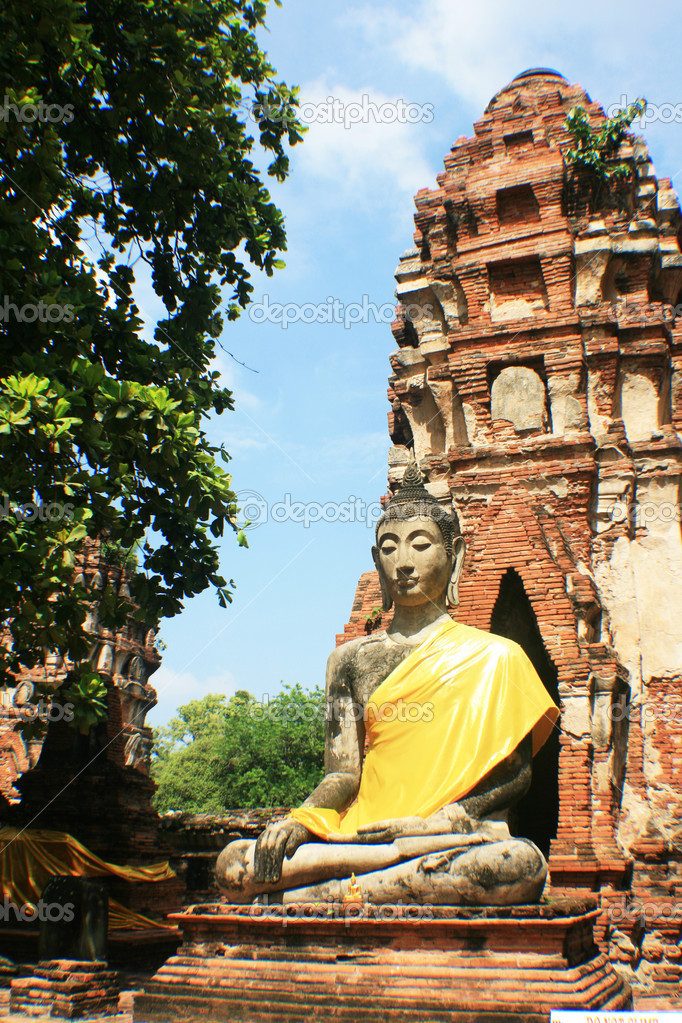 One of the statue which still in shape at Wat Mahathat,  Ayutthaya, Thailand. — Stock Photo #8146881