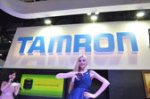 A model showing the lens of TAMRON company — Stock Photo