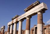 Columnas en el foro — Foto de Stock